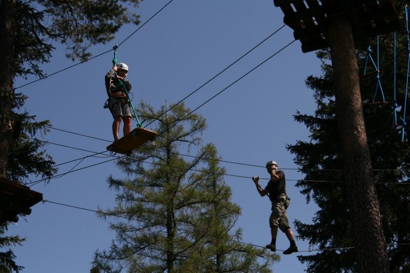 ... zabawa trwa w najlepsze nawet 12 m nad ziemią...